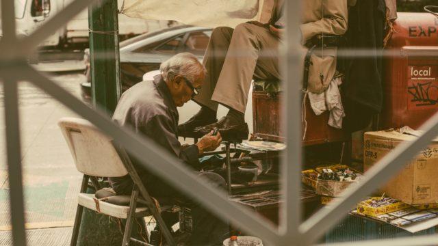 【長持ちします】靴磨き1年経過したら職人にメンテナンスを依頼